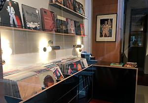 Apre a Roma Vinyl Room, dove la musica la puoi guardare