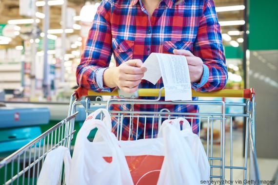 Spreco alimentare, i 7 consigli per evitare di buttare il cibo nelle pattumiere.