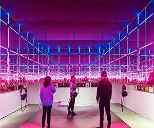 Una mostra celebra l'evoluzione del club design negli ultimi 50 anni