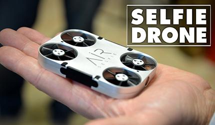 La cover dello smartphone e' un drone per i selfie
